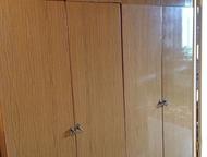 шифоньер с антресолью и шкаф для одежды шифоньер с антресолью 2-х створчатый, полированный, светло-коричневого цвета (размеры:240 и 90 см)- 2 шт в пре, Красноярск - Мебель для прихожей