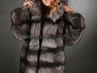 Шуба из черно-бурой лисы Шуба из черно-бурой лисы (из серебристо-черной лисы) с капюшоном исполнена применяя горизонтальный расклад меха – так называе, Москва - Женская одежда